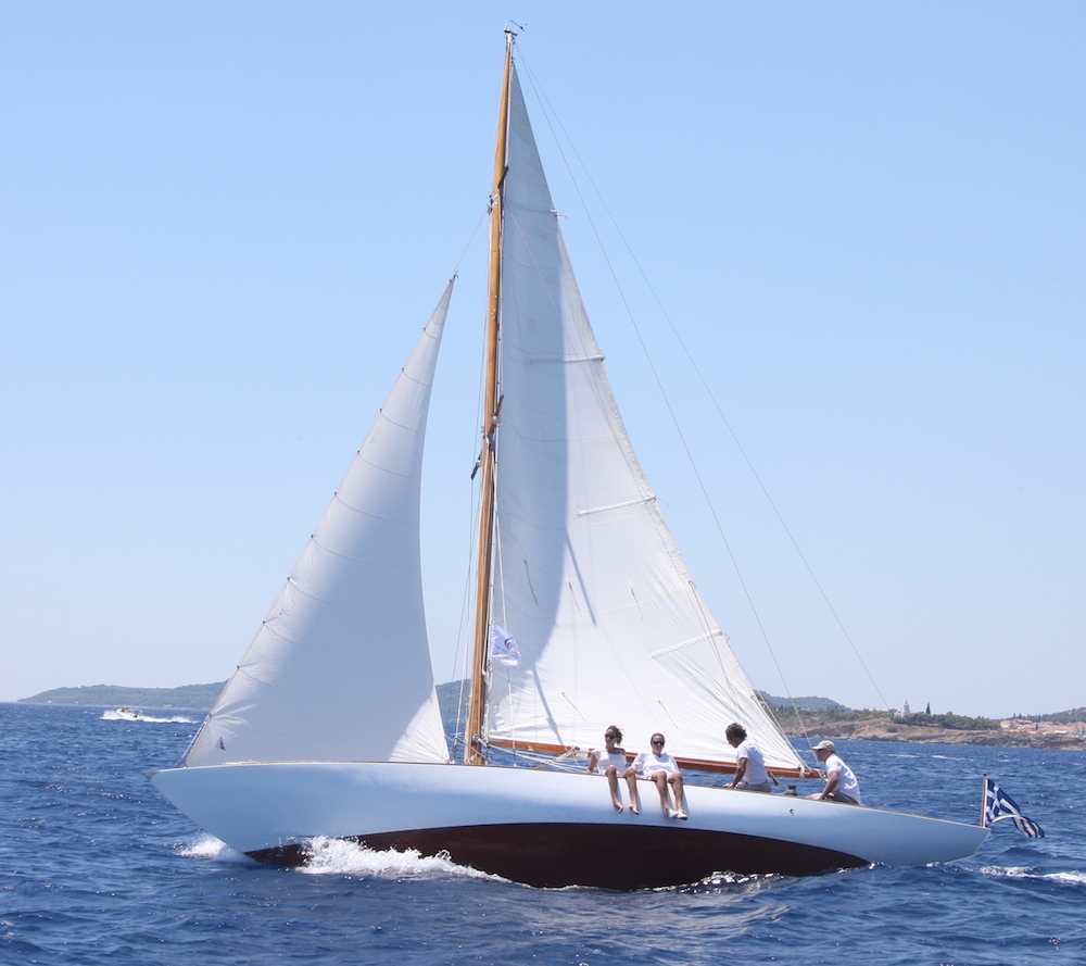 Salana under sail, photo taken from the port beam, crew on the rail