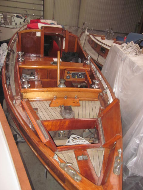 The attractive canoe stern of Marianne and her attractive deck fittings