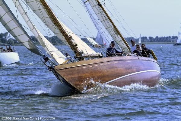 Marianne sailing varnished hull, calm sea
