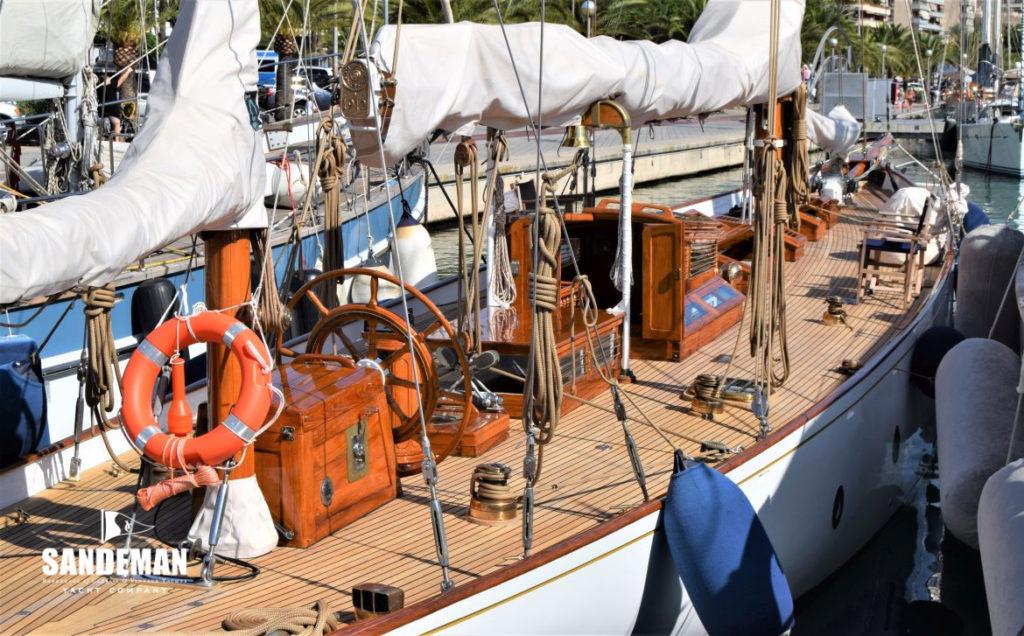 Cariba yacht varnish deck houses
